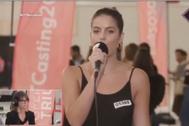 Judit interpreta 'La Rubia' en el casting de OT en Barcelona.