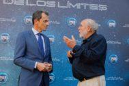 El ministro Pedro Duque charla con el astrónomo Michel Mayor, Nobel de Física 2019