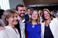 De izquierda a derecha, Isabel García Tejerina, Pablo Casado, Ana Pastor y Elvira Rodríguez, en la convención económica del PP en Córdoba.