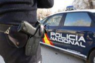 Un policía durante una intervención.
