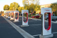 Cargadores eléctricos de Tesla en Napa, California.