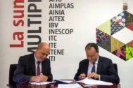 El vicepresidente ejecutivo de la AVI, Andrés García Reche, junto al presidente de Redit, Fernando Saludes, durante la firma de un convenio.
