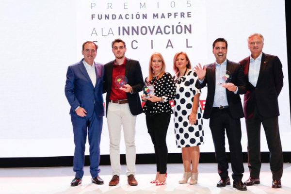 De izquierda a derecha: Antonio Huertas, presidente de Fundación Mapfre; Julio Dantas, CEO de Neurobots; Maribel Torcatt, creadora de Mibkclub; Cristina Gallach, Alta Comisionada para la Agenda 2030 del Gobierno de España; Javier Pita, de Navilens; e Ignacio Baeza, vicepresidente de Fundación Mapfre.