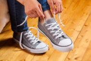 ¿Puedes atarte los cordones de los zapatos?