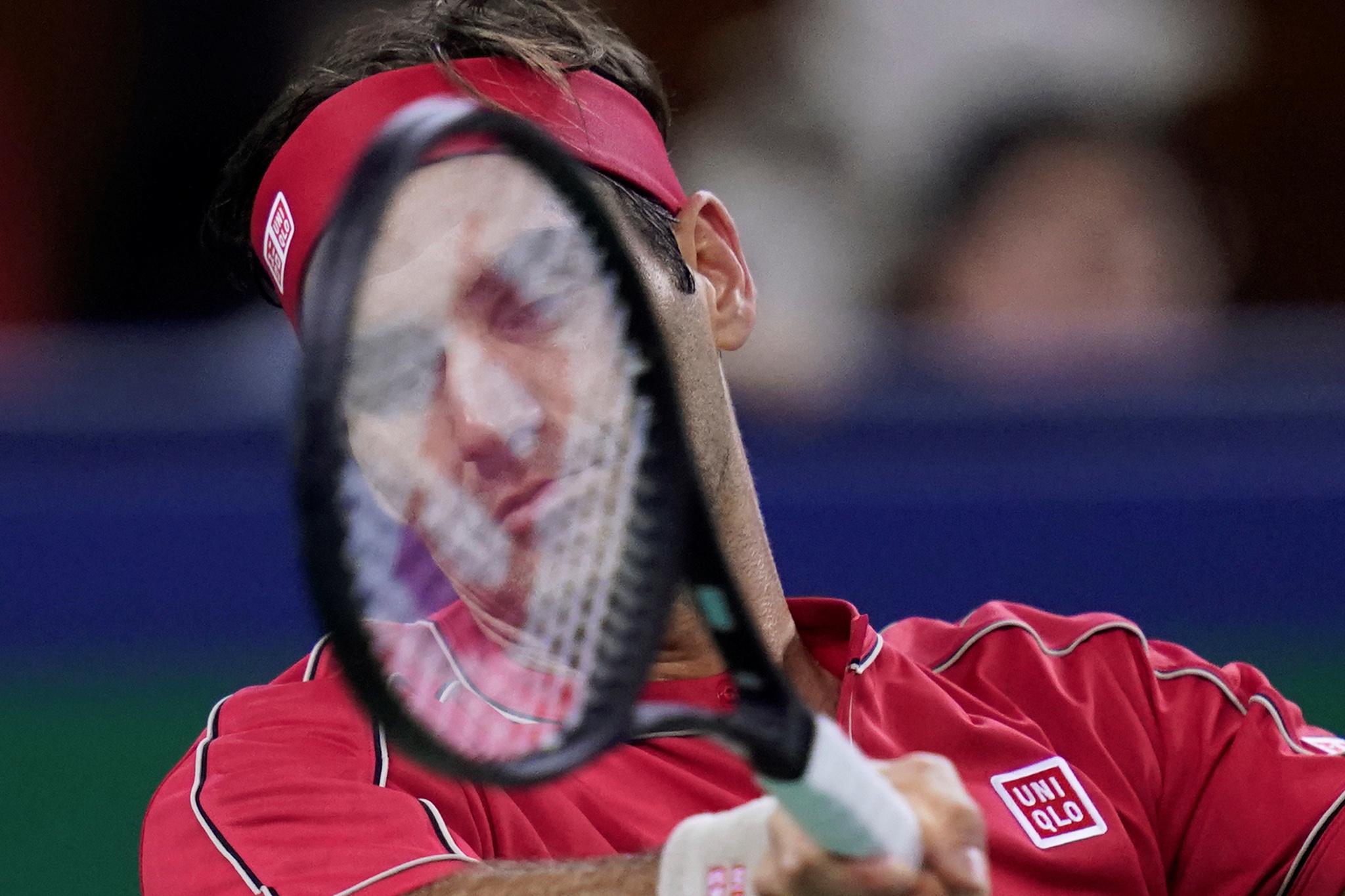 Zverev alza el vuelo ante Federer, que pierde los nervios con el juez de silla