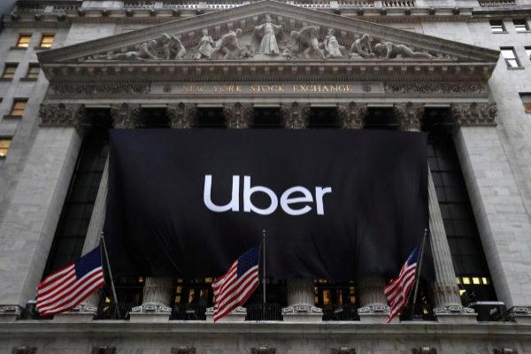 Pancarta de Uber en la Bolsa de Wall Street el día de su debut.