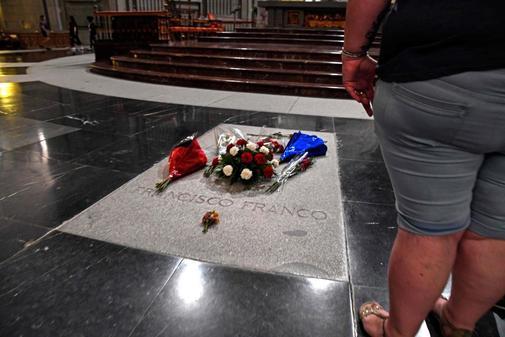 La tumba de Francisco Franco, en el altar mayor de la basí