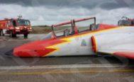 Un caza de la Patrulla Águila, tras una emergencia, tuvo que aterrizar con la panza, en septiembre de 2015, en Murcia. No hubo víctimas mortales.