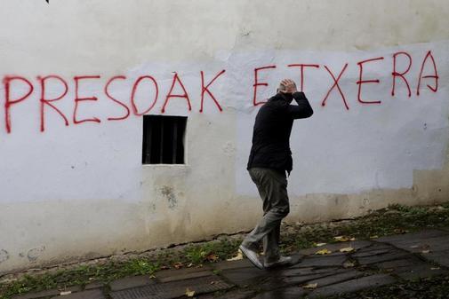 Pintada en una calle de Bera (Navarra) pidiendo el acercamiento de los...