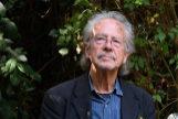 El escrito, Peter Handke, Premio Nobel 2019 de Literatura, posa en Chaville, a las afueras de París.