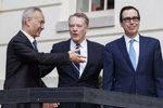 EEUU suspende su plan de subir los aranceles a China tras lograr un acuerdo