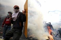 Marcha contra las medidas tomadas por Lenín Moreno, hoy, en Quito.