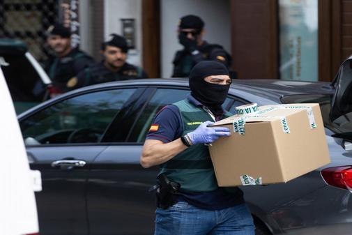 Agentes de la Guardia Civil, durante la operación contra los CDR...