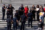Jane Fonda, detenida en las escaleras del Congreso de EEUU.
