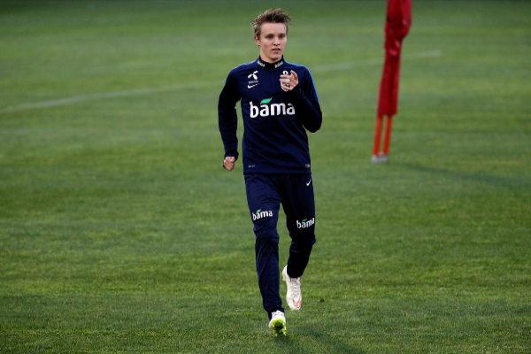 Odeggard, durante un entrenamiento con Noruega.