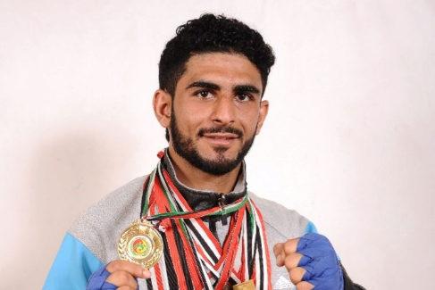 Helal al Hajj, fallecido con 24 años, luciendo las preseas que había ganado.