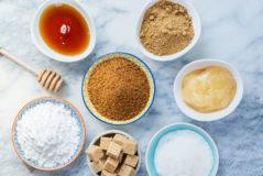 Azúcar blanco, moreno, jarabe de maíz, panela y más edulcorantes.