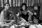 Alfredo Landa y Esperanza Roy, en un fotograma de 'Los novios de mi mujer' (1972).