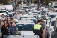 Una protesta de los taxistas en las calles de Valencia.