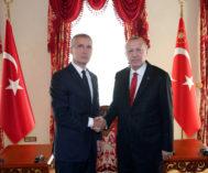 El secretario general de la OTAN, Jens Stoltenberg, con el presidente turco.