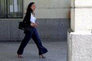 La juez María Núñez Bolaños, saliendo de los juzgados de Sevilla.