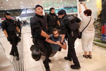 Grupos de independentistas ensayan sus protestas en la víspera de hacerse públicas las condenas por sedición