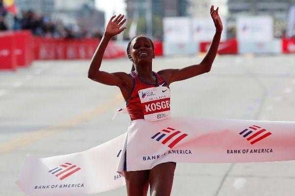 Luna Ficticio cubo  Otra de las zapatillas muelle de Nike: Brigid Kosgei destroza el récord  mundial femenino de maratón | Más Deporte