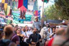 'Don Quijote' pasea por las calles de Alcalá durante la semana Cervantina