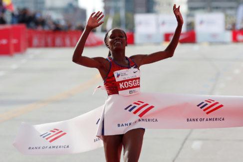 Una más de las zapatillas muelle de Nike: Brigid Kosgei destroza el récord mundial femenino de maratón