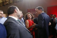 María Jesús Montero, ministra de Hacienda en funciones, con Pedro Sánchez y otros ministros en Madrid.
