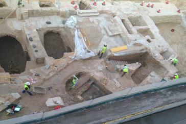 Obras en la calle Bailén donde se han encontrado los restos