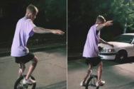 La caída viral de Justin Bieber montando en monociclo revolucionó Twitter