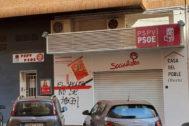 La fachada de la sede del PSPV en Castellón ha amanecido con diversas pintadas.