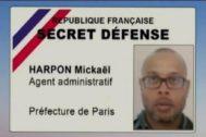 """Carné de """"secreta Defensa"""" de Mickaël Harpon en la Prefectura de París, donde decía sentirse despreciado."""