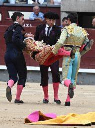 Gonzalo Caballero cuando fue trasladado urgentemente a la enfermería de la plaza de toros