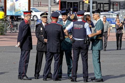 Representantes de los Mossos, la Guardia Urbana, Policía Nacional y...