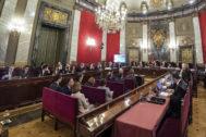Los doce líderes independentistas acusados, en el arranque del juicio en el Supremo.