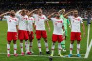 Los jugadores turcos celebran el gol del empate ante Francia.