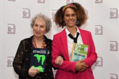 Margaret Atwood y Bernardine Evaristo se reparten el Premio Booker