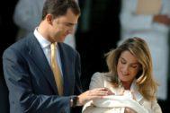 La Princesa nació el 31 de octubre de 2005 en la clínica Ruber Internacional. Recibió el tratamiento de Infanta de España y el nombre de Leonor. Pesó al nacer 3,54 kilogramos y midió 47 centímetros.