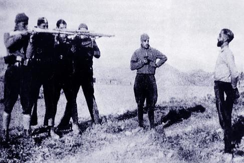Un supuesto espía rebelde, fusilado en un lugar de Cataluña no identificado, en 1937.