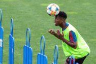 -FOTODELDIA- GRAF8950. MADRID..- El jugador <HIT>Ansu</HIT> <HIT>Fati</HIT>, realiza su primer entrenamiento con la selección española sub-21, este sábado en la Ciudad del Fútbol de Las Rozas, en Madrid.