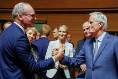 Luxembourg (Luxembourg).- Irish Foreign Minister Simon Coveney (L) shakes hand with European Union's chief Brexit negotiator Michel <HIT>Barnier</HIT> (R) at the start of the General Affairs Council on Article 50 in Luxembourg, 15 October 2019. Ministers are preparing for the European Council meeting on 17 and 18 October 2019. (Luxemburgo, Luxemburgo) EPA/