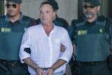 Agentes de la Guardia Civil escoltan a José Antonio Marín tras ser enviado a prisión por la juez instructora.