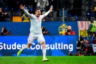 Rodrigo celebra el gol del empate en Suecia.