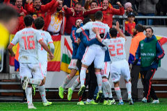 Spain's forward <HIT>Rodrigo</HIT> celebrates with his teammates after scoring the 1-1 equaliser during the UEFA Euro 2020 Group F qualification football match Sweden v Spain in Solna, Sweden on October 15, 2019. (Photo by Jonathan NACKSTRAND / AFP)