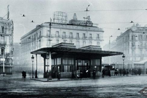 Templete de la Puerta del Sol en el año 1920.