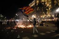 Una calle del centro de Barcelona, este martes por la noche.