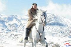 A lomos de un caballo blanco: así es  la propaganda norcoreana