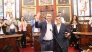 El alcalde José Hila junto al ahora regidor Daniel Oliveira.